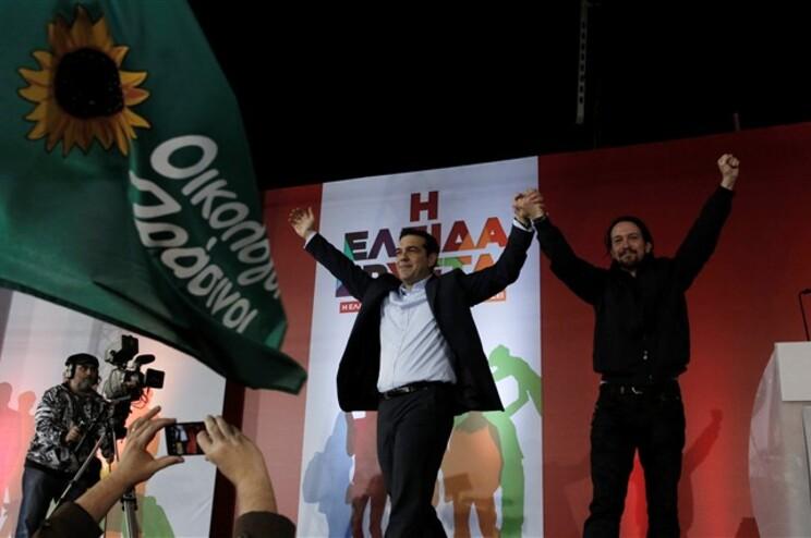 Alexis Tsipras e Pablo Iglesias, líder do Podemos espanhol, estiveram juntos em palco no final do comício