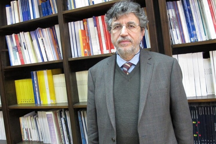 Michalis Spourdalakis lecciona Ciência Política e integra o comité científico do Instituto Nicos Poulantzas