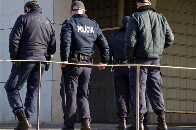 Segurança reforçada na PSP de Alfragide após tentativa de invasão da esquadra