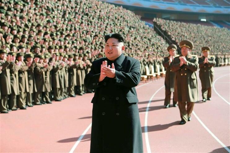 """""""Slogans"""" políticos fazem parte da propaganda diária a que os norte-coreanos estão expostos"""