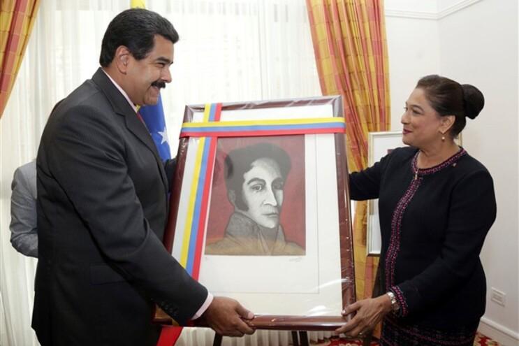 O presidente da Venezuela Nicolas Maduro e a primeira-ministra de Trinidad and Tobago, Kamla Persad-Bissessar