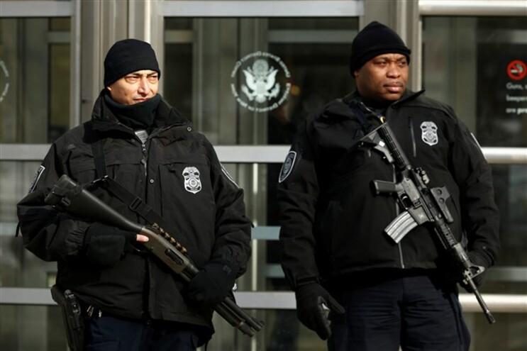 Os três suspeitos foram acusados de conspiração