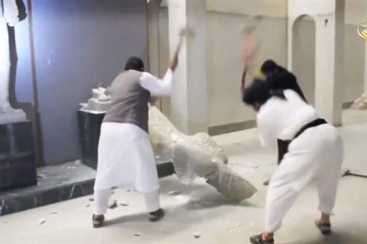 Vídeo mostra jiadistas a destruir estátuas assírias em museu