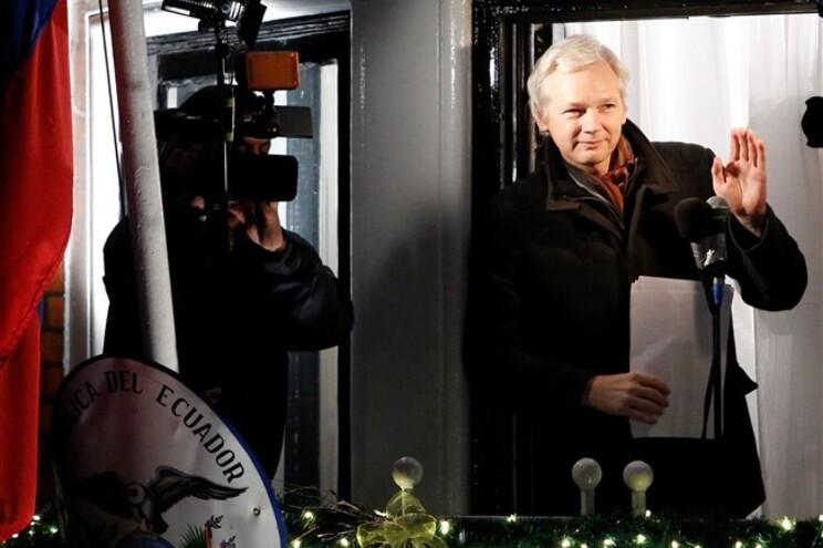 Até aqui, a justiça sueca tinha recusado ouvir Assange fora da Suécia