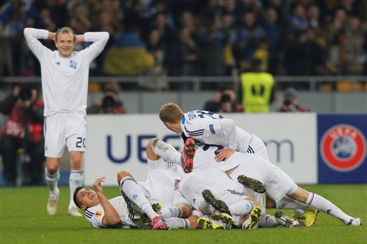 os jogadores do Dínamo de Kiev a celebrar um golo frente ao Everton