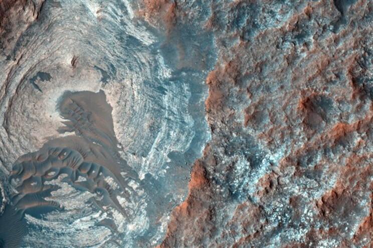 O robô Curiosity, da agência espacial norte-americana NASA, fixou-se em solo marciano em agosto de 2012
