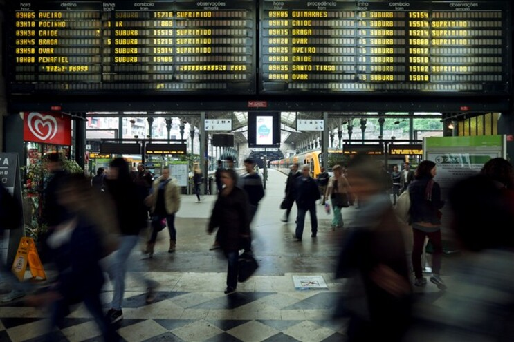 A greve desta quinta-feira dos ferroviários causou a supressão de mais de metade dos 1.038 comboios previstos