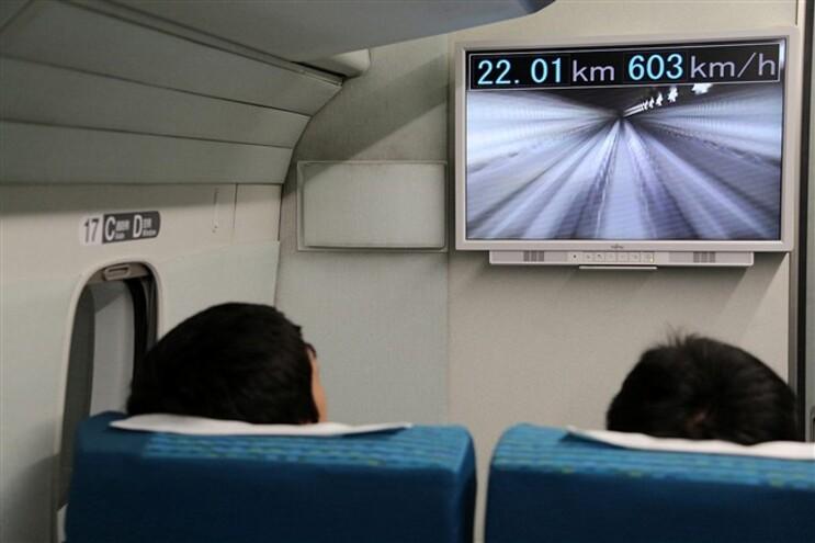 """Os comboios """"Maglev"""" funcionam através de um sistema de levitação magnética"""