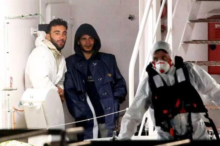 O capitão Mohammed Ali Malek e o tripulante sírio Mahmud Bikhit