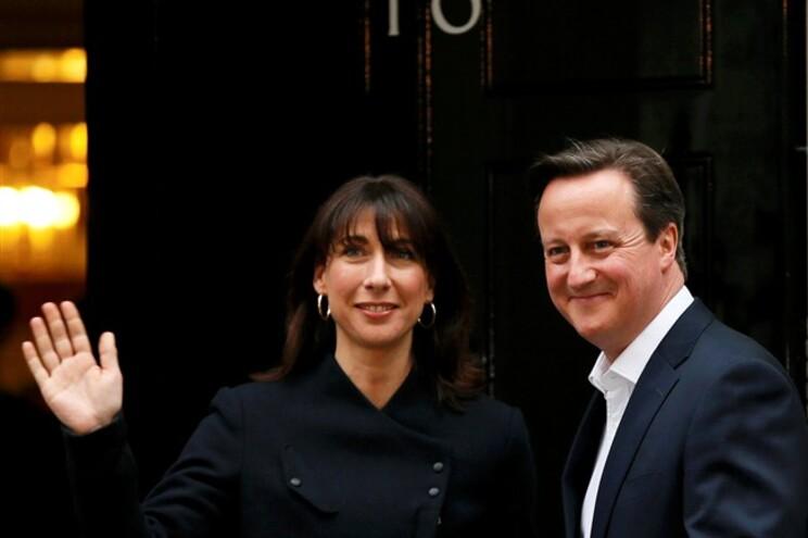 David Cameron e a mulher Samantha vão continuar mais cinco anos no nº 10 de Downing Street, a residência