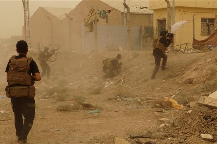 Forças iraquianas combatem extremistas do Estado islâmico