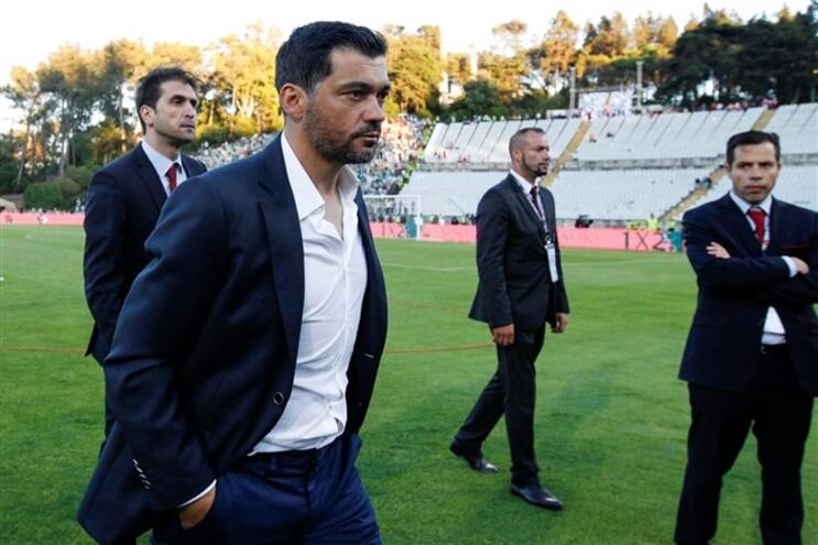 O comunicado termina referindo que Sérgio Conceição está suspenso de toda a atividade no clube a partir