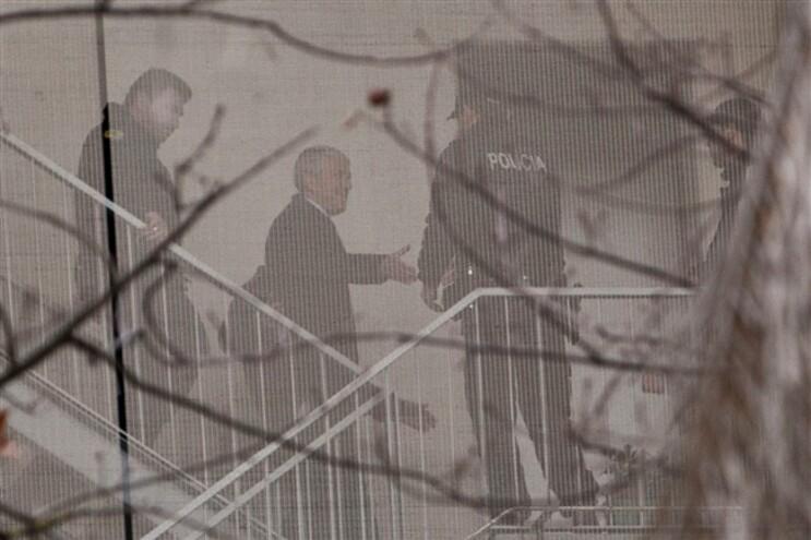 Ex-primeiro-ministro continua detido em Évora