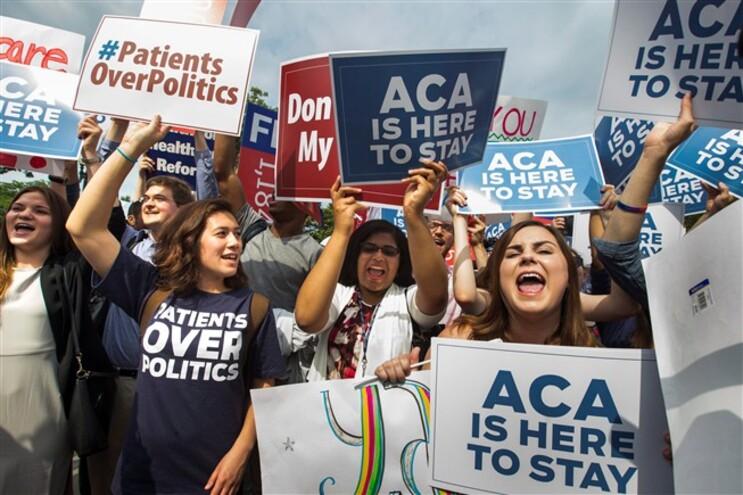 Apoiantes da lei festejam decisão do Supremo norte-americano