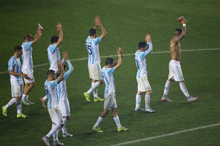 Argentina goleia Paraguai por 6-1 e joga final das Copa América com o Chile