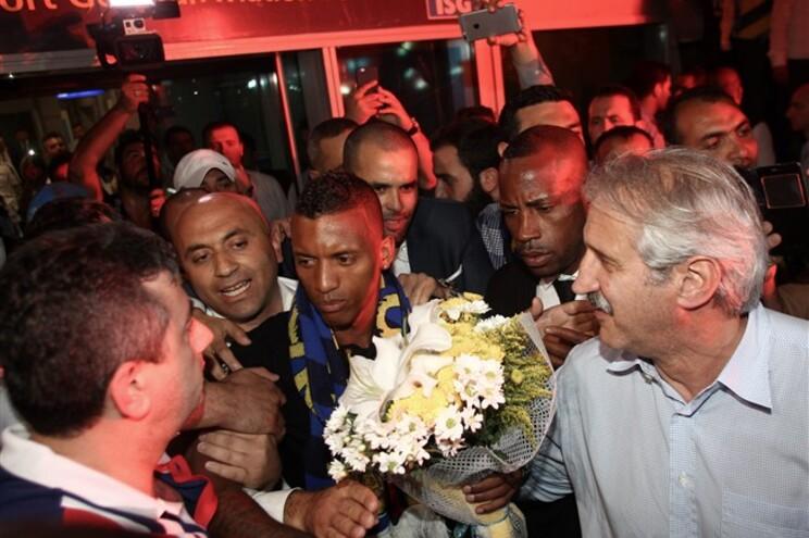 Nani saudado à chegada a Istambul