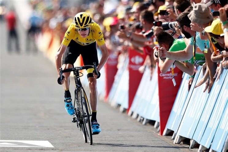 Chris Froome com a camisola amarela