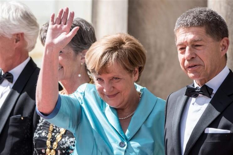 Merkel estava com o marido, Joachim Sauer