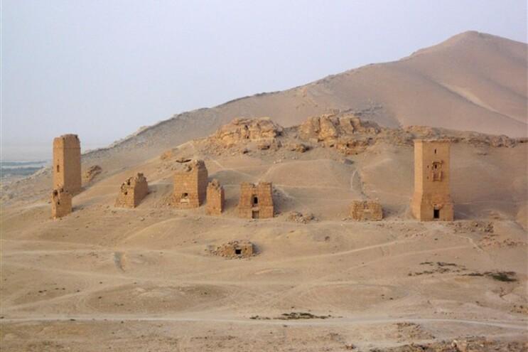Torres funerárias no Vale das Tumbas