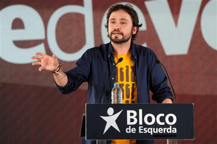 José Soeiro discursava no comício da Praça dos Poveiros, no Porto