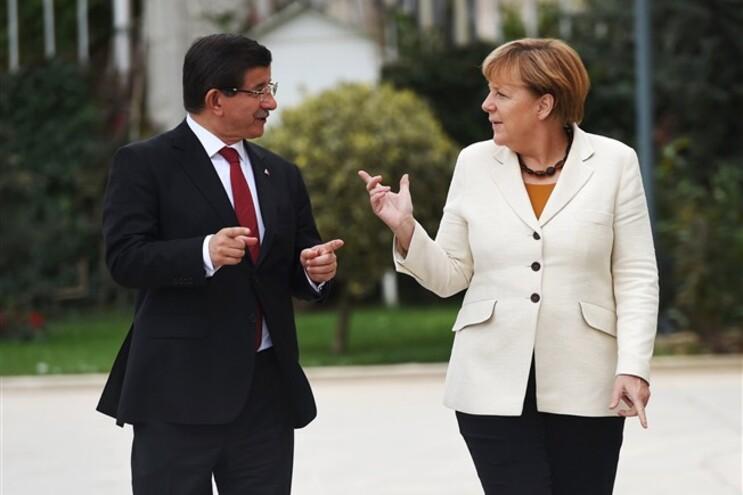 Merkel reuniu, este domingo, com o primeiro-ministro turco, Ahmet Davutoglu