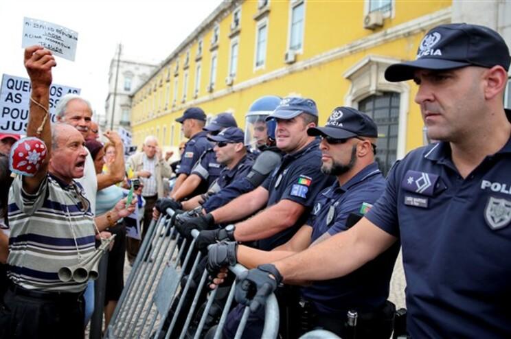Lesados têm feito diversos protestos a exigir os seus investimentos em papel comercial