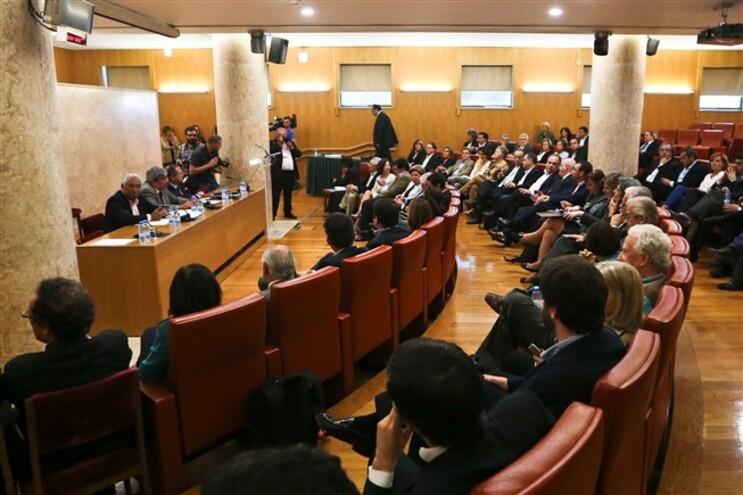 PS aprova moção de rejeição a Governo PSD/CDS sem votos contra