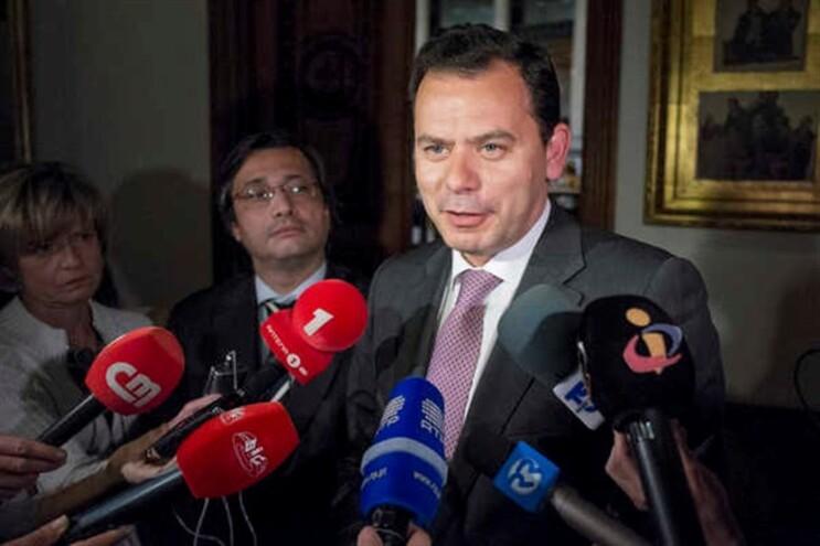 Luís Montenegro a falar aos jornalistas e Nuno Magalhães