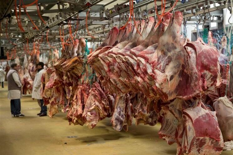 """Austrália considera """"farsa"""" comparar potencial cancerígeno de carne e tabaco"""