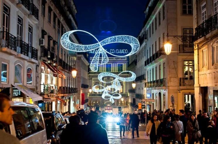 Consumidores contam gastar, em média, 241 euros em presentes de Natal