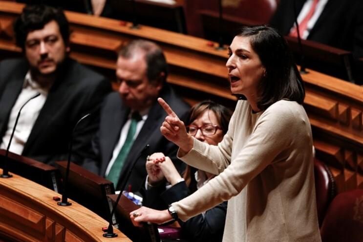 Ana Catarina Mendes, do PS, foi exemplo da harmonia: perante a falta de minutos para falar, PEV e PAN