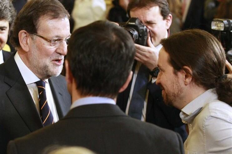 Primeiro-ministro Mariano Rajo e Pablo Iglesias do partido Podemos