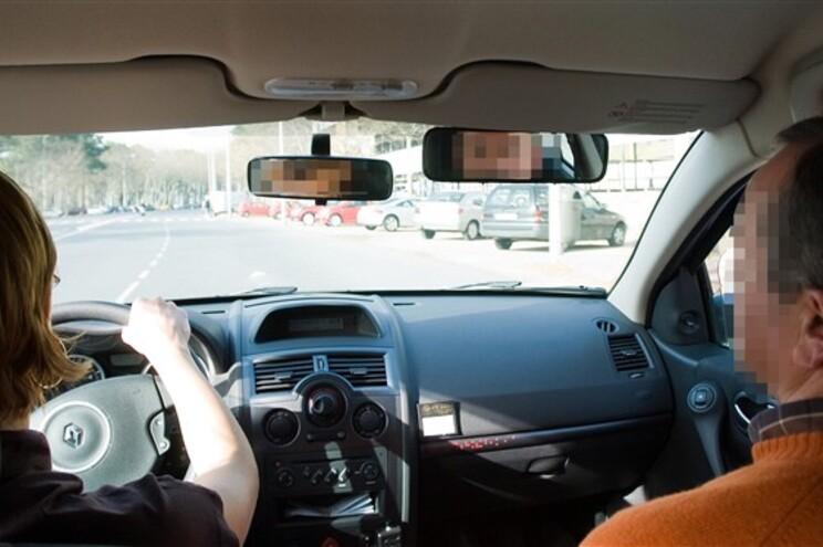 Holanda autoriza aulas de condução a troco de sexo