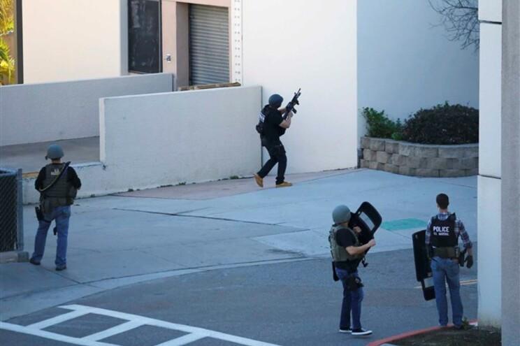 Autoridades procuram suspeito armado