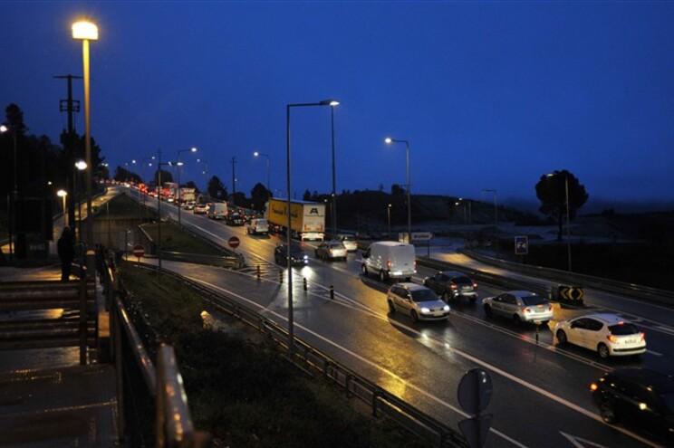 Ruído noturno dos automóveis afeta o sono
