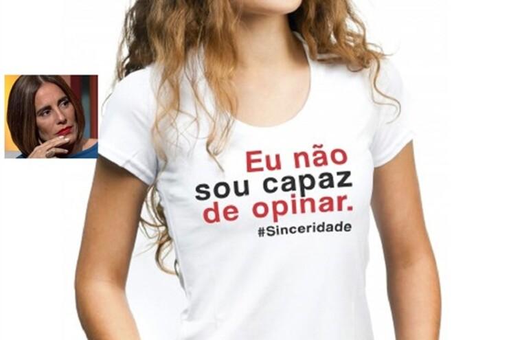 Este é um dos exemplos das t-shirts que a atriz está a vender no seu site