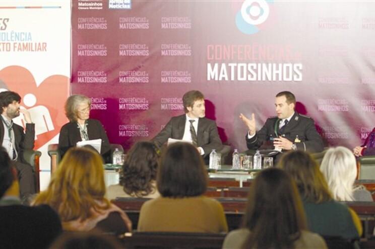 O criminologista Jorge Quintas, a antropóloga Isabel Batista, o diretor-executivo do JN, Domingos de