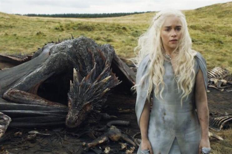 Khaleesi (Emilia Clarke) é uma das personagens principais da saga