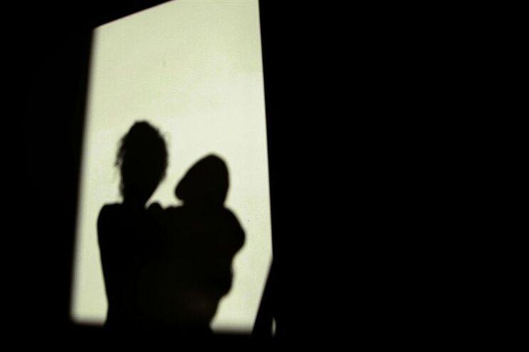 Grupo paquistanês luta pelo direito de bater nas mulheres