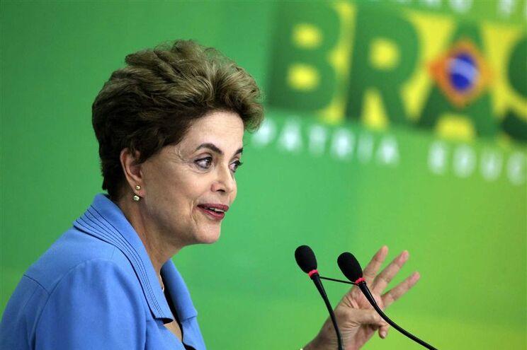 Dilma sob grande pressão está a braços também com uma grande crise económica