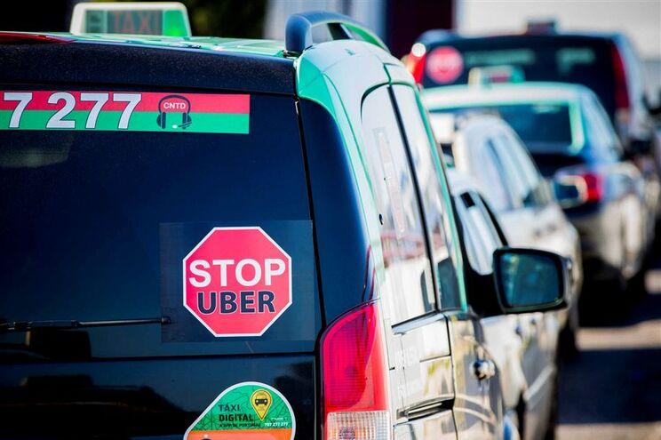 Taxistas contra a Uber