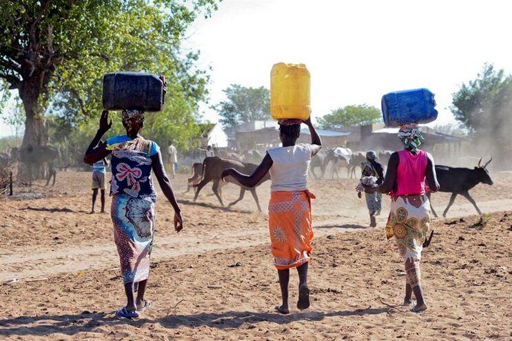 A vala foi descoberta numa área utilizada para a extração de areia, no centro de Moçambique