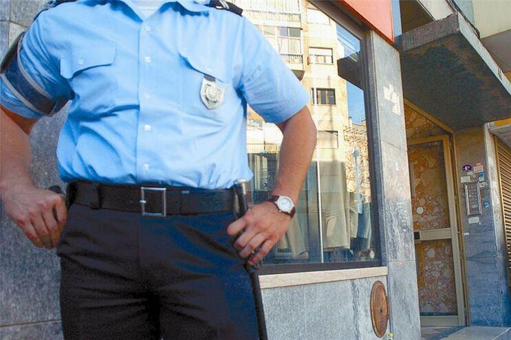 Polícia suicida-se em casa da mãe com a arma de serviço