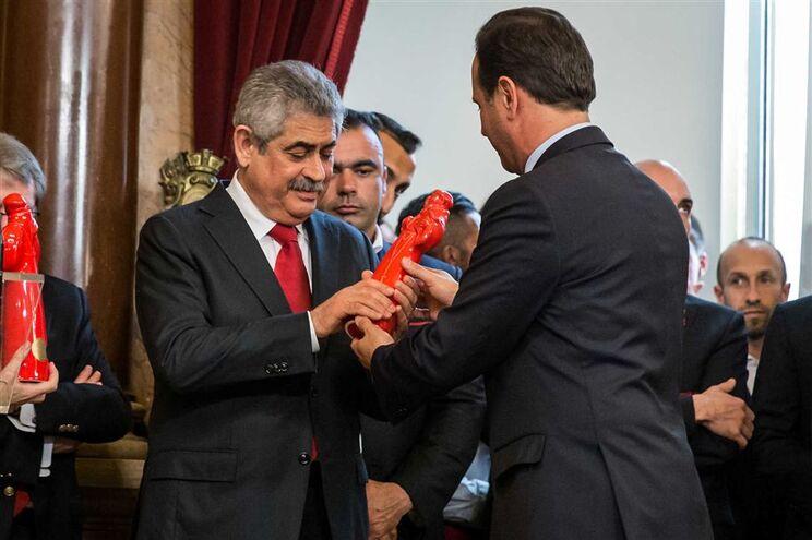 Vieira esteve com a comitiva do Benfica na Câmara Municipal de Lisboa