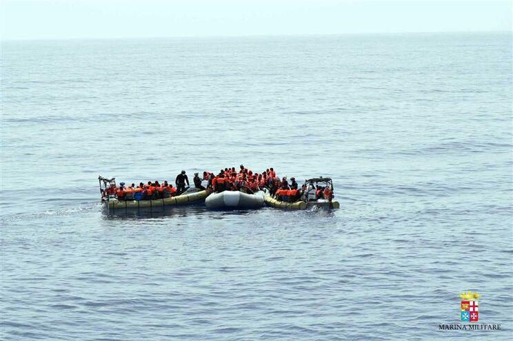 Barcos repletos demigrantes nõa param de chegar a costa europeia