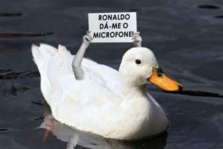 "A Internet e o microfone que Cristiano Ronaldo ""afogou"""