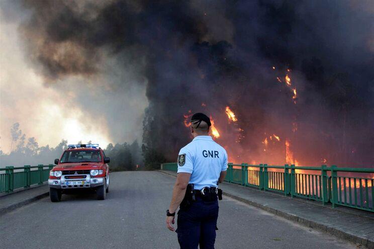Na últuima semana várias estradas têm estado cortadas devido aos incêndios em Portugal