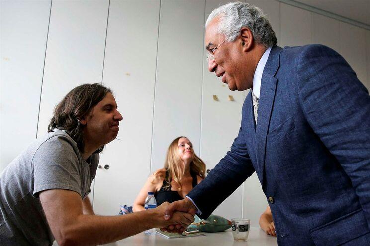 António Costa durante a visita à Escola Básica e Secundária Passos Manuel