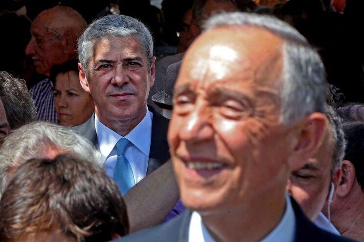 O Presidente da República, Marcelo Rebelo de Sousa, e o antigo primeiro-ministro José Sócrates, durante