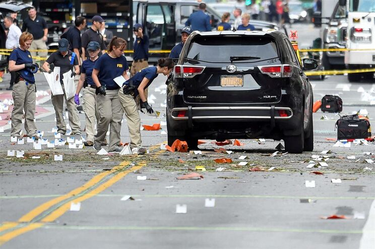 o sábado tinha explodido um artefacto num caixote de lixo em Nova Jérsia